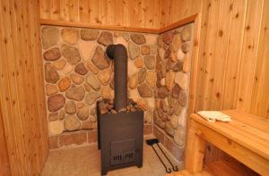 Как защитить деревянную стену от металлической печки